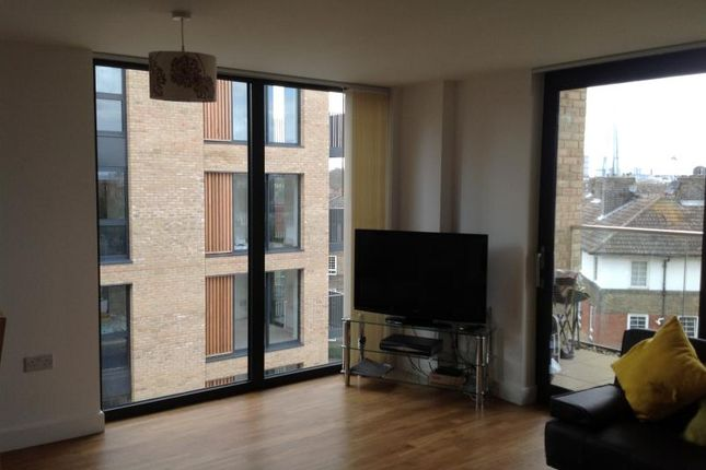 Thumbnail Room to rent in Albatross Way, London