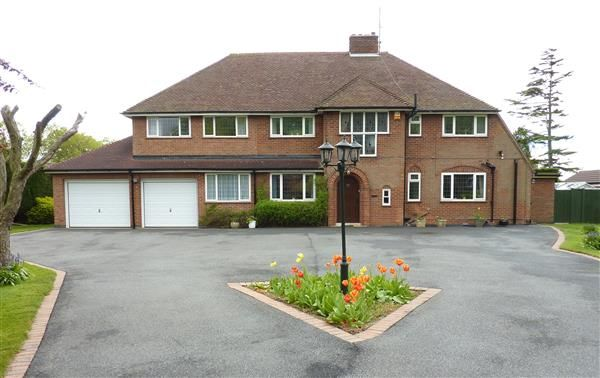 4 bed detached house for sale in Humberston Avenue, Humberston, Grimsby