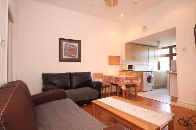 Thumbnail Property to rent in Gibbon Road, Acton