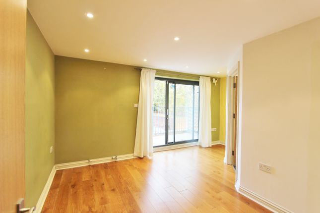 Thumbnail Flat to rent in Greenford, Middlesex