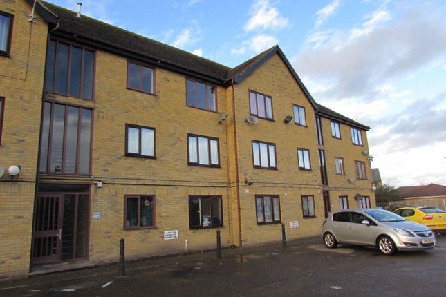 1 bed flat to rent in Empire Court, Warwick Road, Clacton-On-Sea CO15