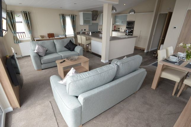 At The Heart Of The Willerby Rutherford Lodge You Will Find A Spacious Living Area With Free Standing Furniture In A Contemporary Colour Scheme.This Holiday Home Boasts A Galley Kitchen With All The Comforts From Home Including An Integrated Double Oven