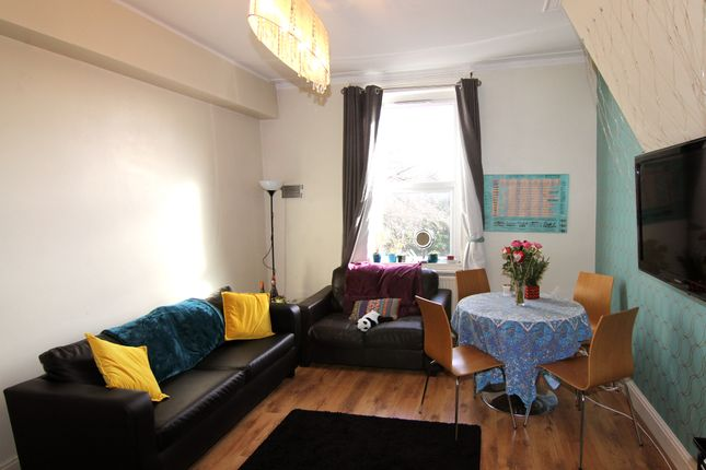 Thumbnail Flat to rent in Flat 3, 6 Winstanley Terrace, Hyde Park