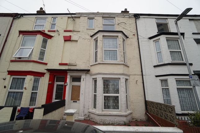 Thumbnail Flat for sale in Ferndale Terrace, Bridlington