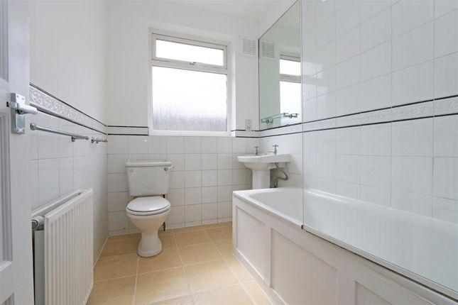 56 Stuart Road Bathroom 1 (2)