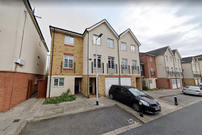 Room to rent in Blackthorn Road, Ilford, Essex IG1