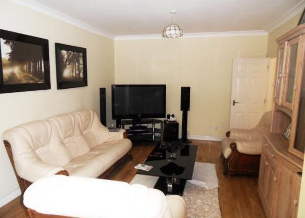 Thumbnail Semi-detached house to rent in Prospect Close, Hounslow