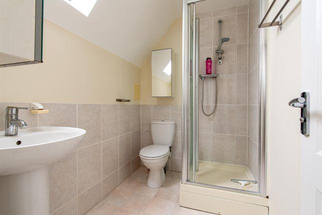 Honesty Close Bathroom Top Floor