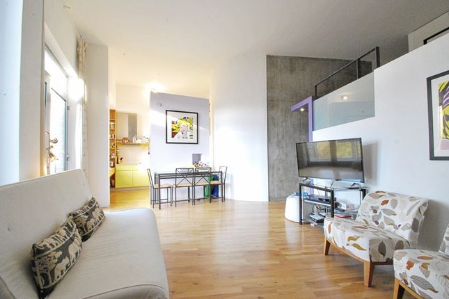 2 bed flat to rent in Hopton Street, London