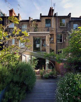 Thumbnail Terraced house for sale in Fashion Street, London