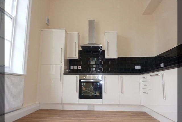 2 bed flat to rent in Market Place, Hull