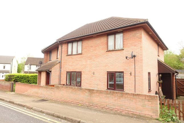 Thumbnail Flat to rent in Duncombe Street, Bletchley, Milton Keynes