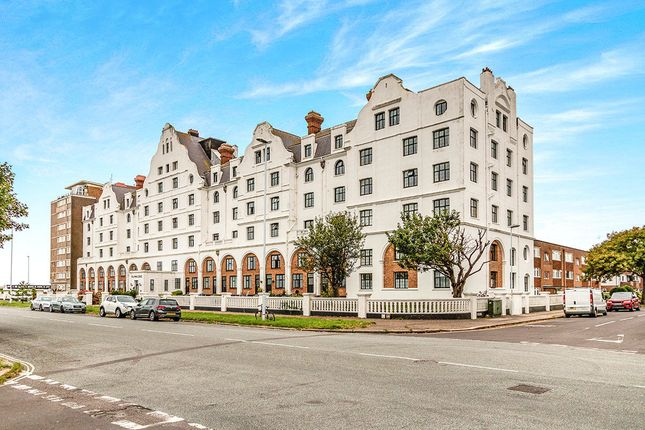 Thumbnail Flat for sale in Grand Avenue, Worthing