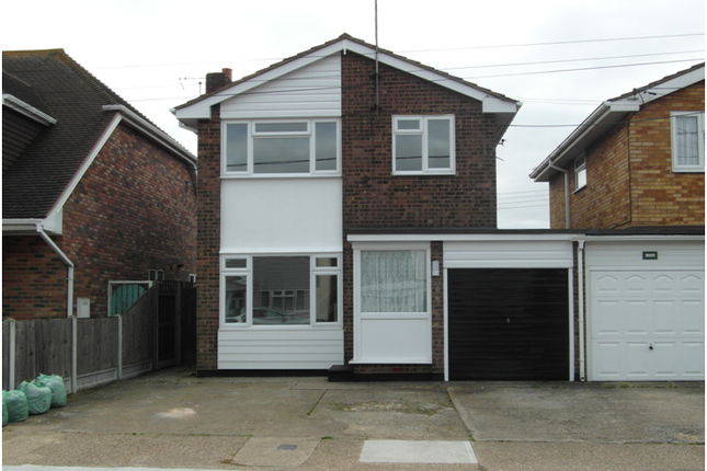 3 bed detached house to rent in Grafton Road, Canvey Island SS8