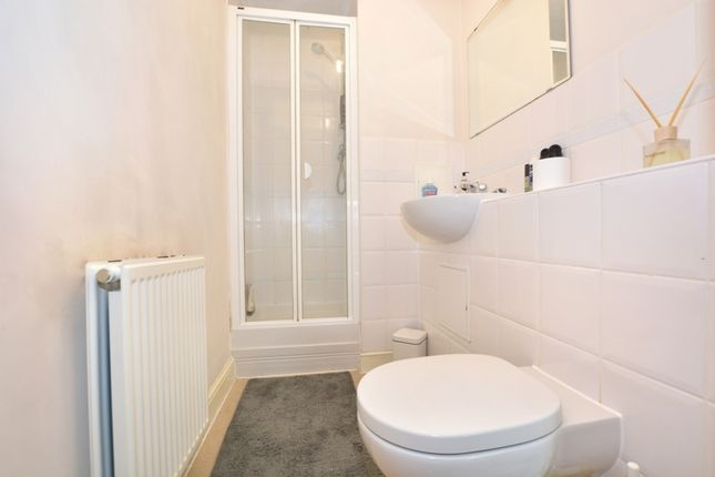 En-Suite Shower of Commonwealth Drive, Crawley RH10