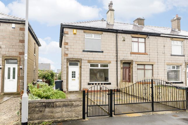Thumbnail Town house for sale in Oakdale Crescent, Bradford