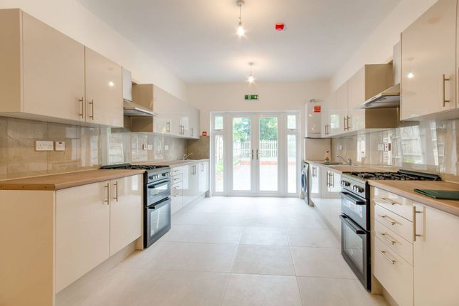 Thumbnail Property for sale in Park Avenue IG11, Ilford, Barking,