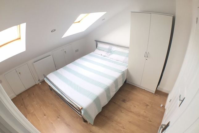 Thumbnail Shared accommodation to rent in Wheat Sheaf Close, London