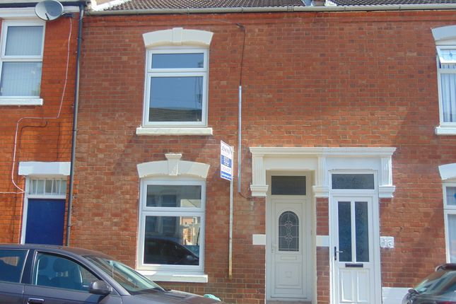 Thumbnail Terraced house to rent in Manfield Road, Northampton