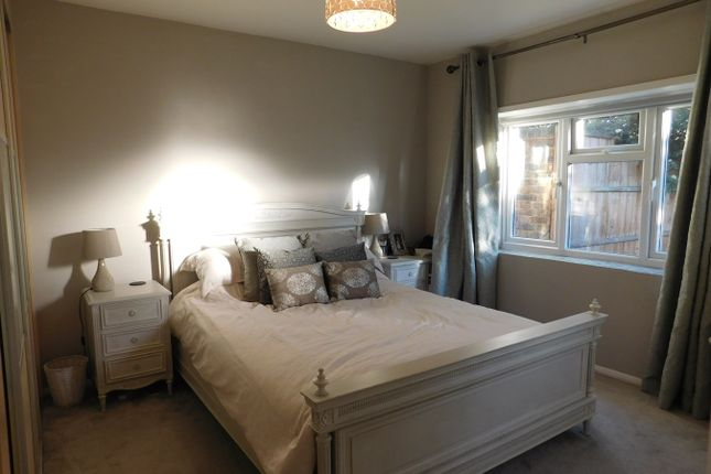 Thumbnail Flat to rent in York Avenue, London