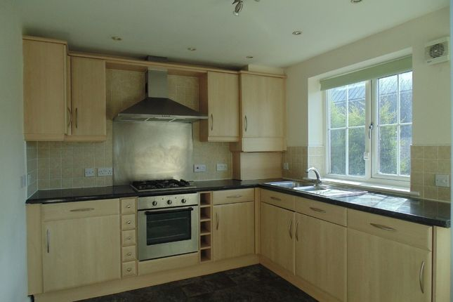 Thumbnail Flat to rent in Bolsover Road, Mastin Moor, Chesterfield