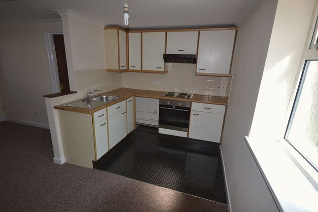 Thumbnail Flat to rent in Longacre Road, Carmarthen