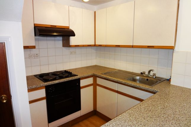 Kitchen: of Grange Close, Hertford SG14
