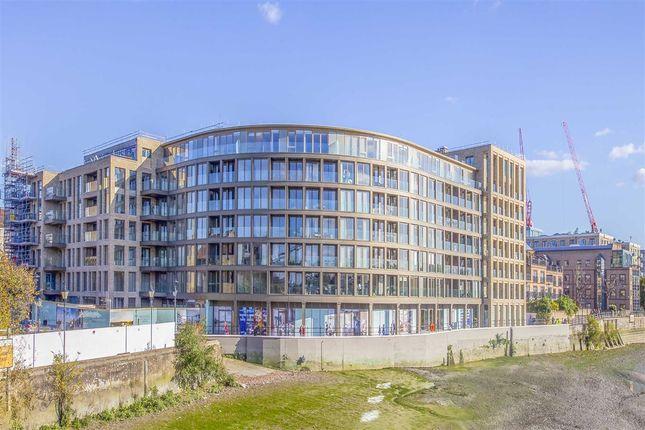 Thumbnail Flat to rent in Crisp Road, London