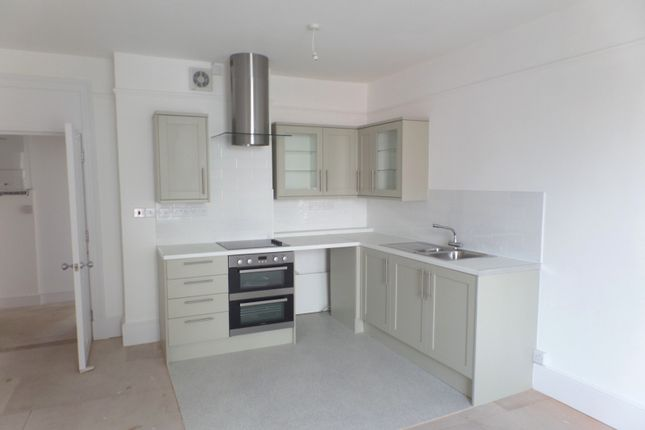 Thumbnail Flat to rent in North Close, St. Martins Square, Chichester