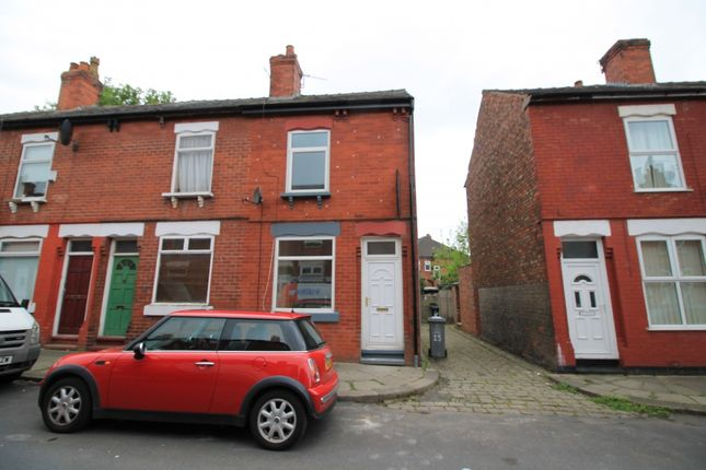 Thumbnail Terraced house to rent in Oak Grove, Urmston