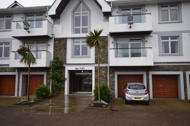 Thumbnail 1 bed flat to rent in King Edward Road, Onchan