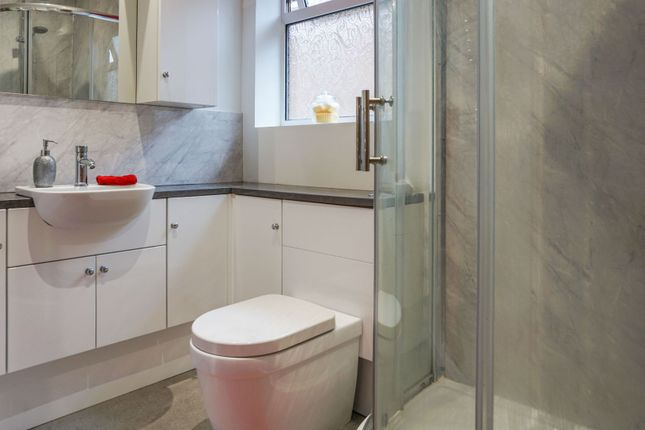 Shower Room of Beancroft Close, Wadworth, Doncaster DN11