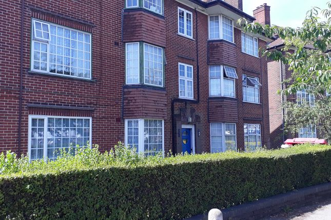Thumbnail Flat for sale in Dunstable Road, Luton