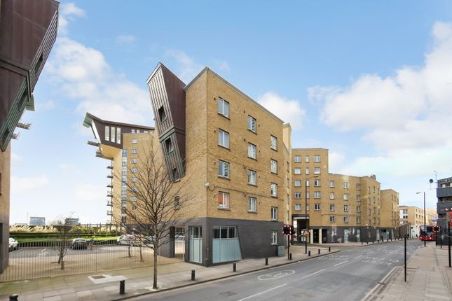 Thumbnail Flat to rent in Edison Building, Millenium Harbour, Docklands, London