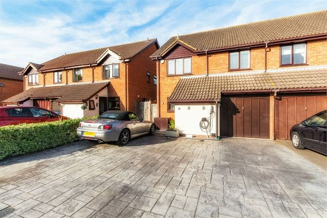 Thumbnail Detached house to rent in Gregory Drive, Old Windsor, Berkshire