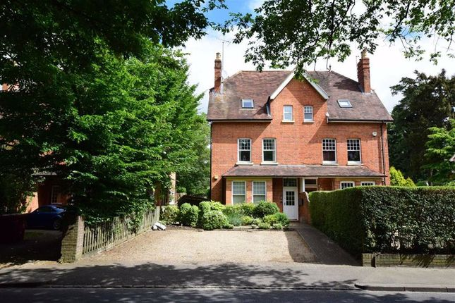 Thumbnail Flat to rent in Woodcote Road, Caversham Heights, Reading