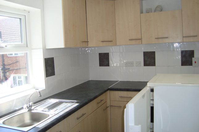 Thumbnail Maisonette to rent in Fawcett Road, Southsea