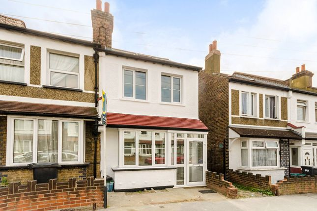 4 bed property to rent in Gilsland Road, Croydon