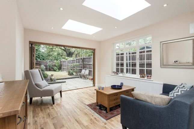 Thumbnail Cottage for sale in Kings Avenue, Clapham