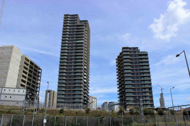 Thumbnail Flat for sale in Stratford Place, London