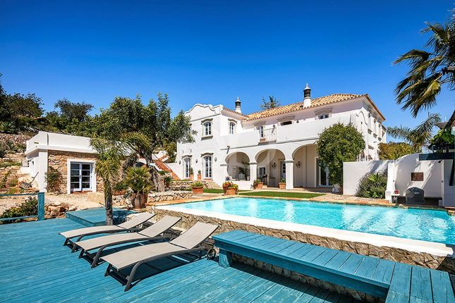 4 bed villa for sale in Rua Do Barranco Edifício V/VI, Loja 62, 8400-508, Carvoeiro, Lagoa, Portugal, 8400-508 Carvoeiro, Portugal