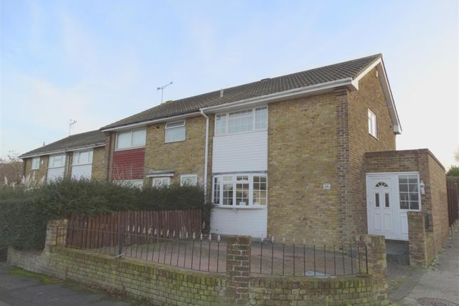 2 bed property for sale in Mackenzie Way, Gravesend