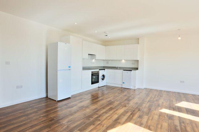 Thumbnail Flat to rent in Lyons Way, Slough