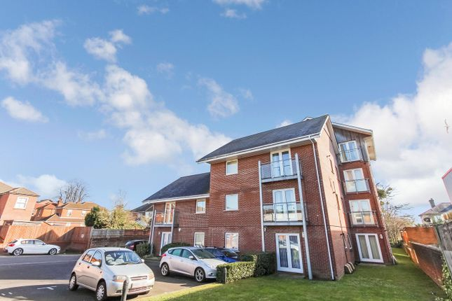 Thumbnail Flat for sale in Winchester Road, Shirley, Southampton