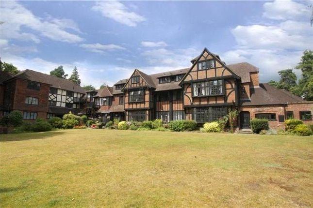 2 bed flat to rent in Branksome Park Road, Camberley GU15