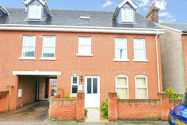 Thumbnail Flat to rent in Waveney Road, Ipswich, Suffolk