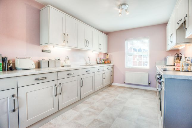Thumbnail Town house for sale in St. Peters Way, Bishopton, Stratford-Upon-Avon