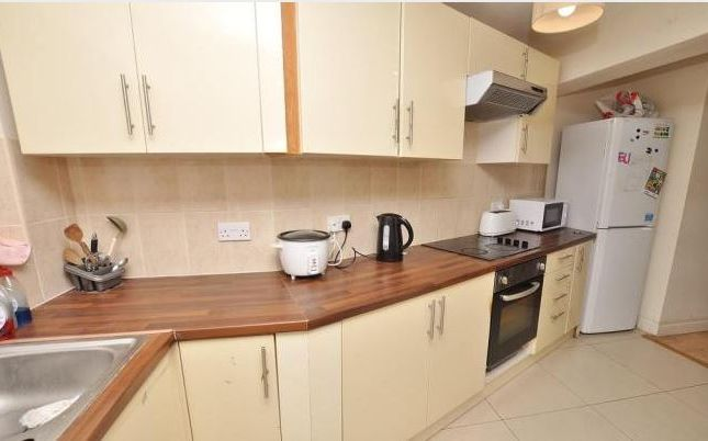 Thumbnail Semi-detached house to rent in Beech Grove, Guildford