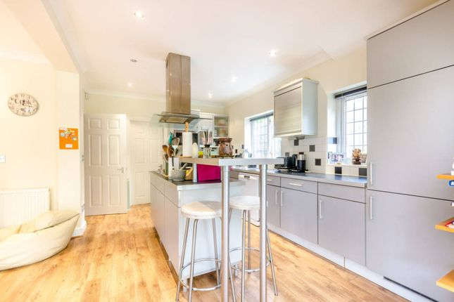 Thumbnail Detached house for sale in Green Curve, Banstead