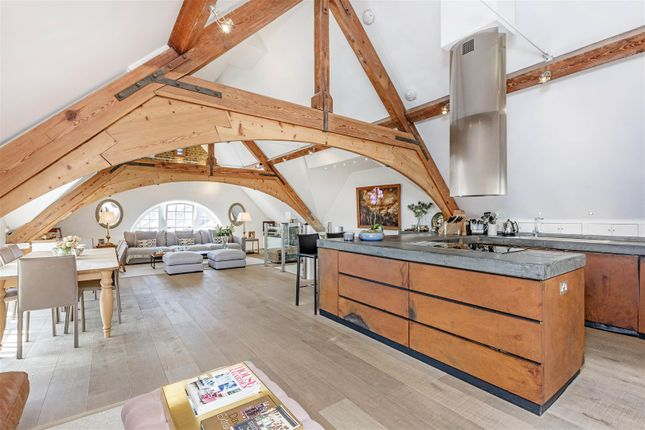 Thumbnail Flat for sale in Craven Gardens, London